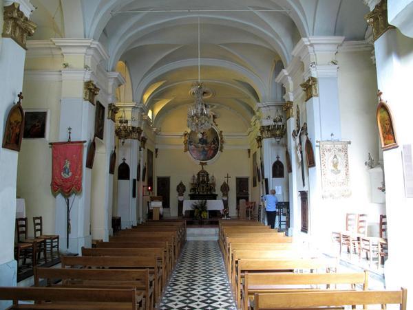 Notre-Dame des Neiges interior Sainte-Agnes by Tangopaso (Public Domain)
