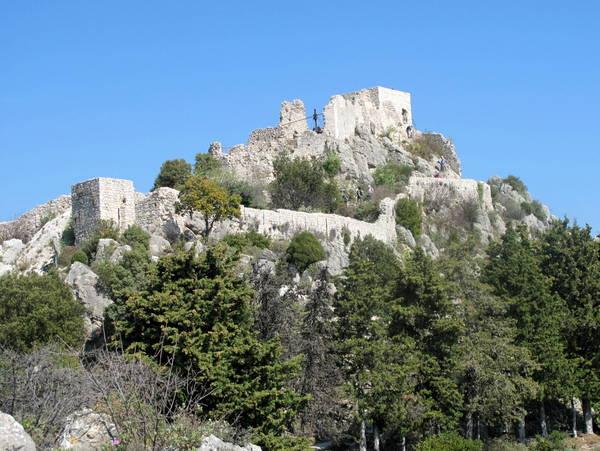 Ruins of Sainte-Agnes by Tangopaso (Public Domain)