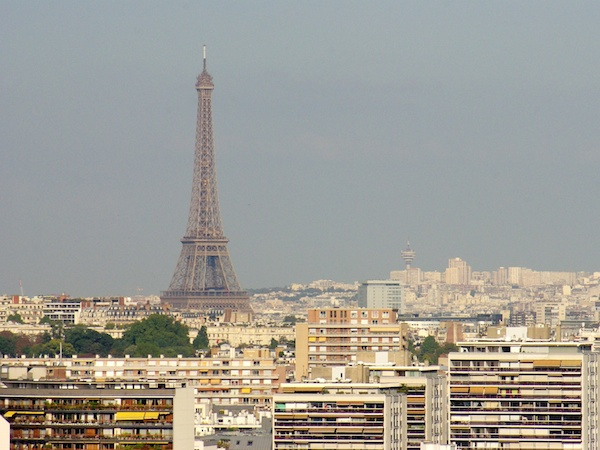 View of the Eiffel Tower from Parc de Saint-Cloud © French Moments