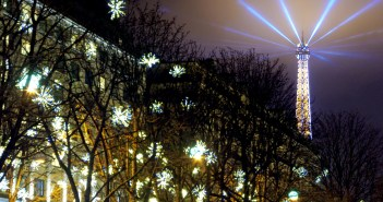 Avenue Montaigne Christmas Paris © French Moments