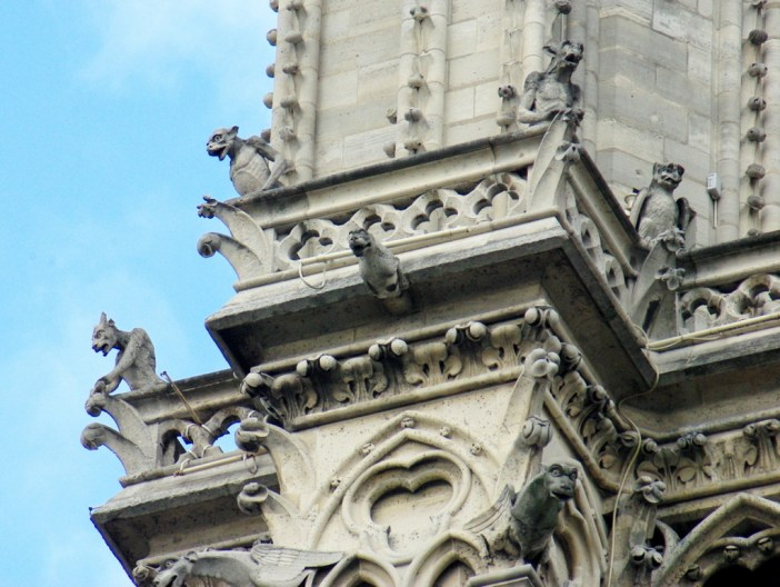 The chimera of Notre-Dame seen from the ground © French Moments