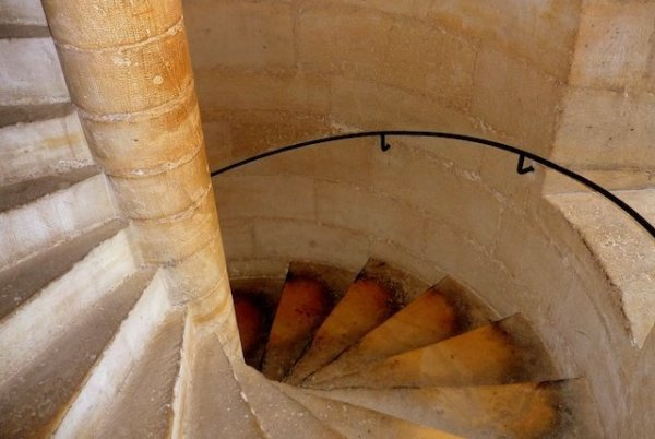 The spiral staircase inside the towers of Notre-Dame © French Moments
