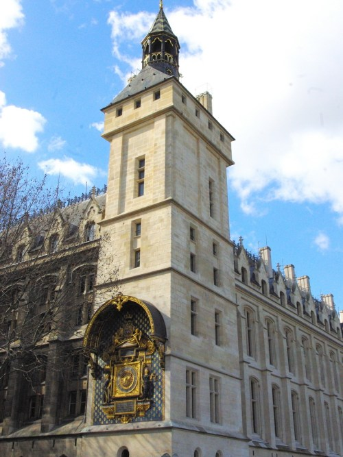 Clock Tower Conciergerie © French Moments