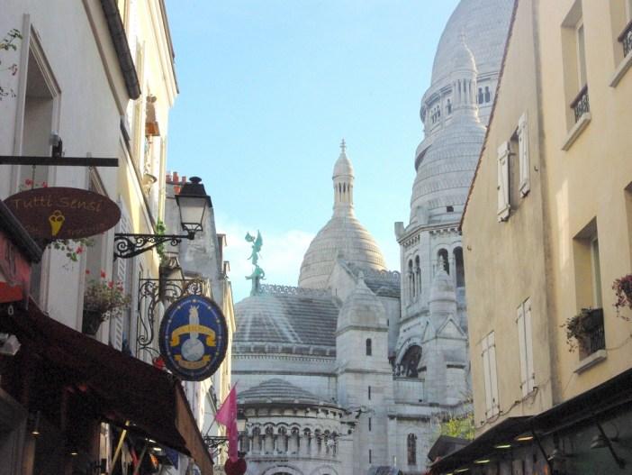 Rue Chevalier de la Barre and Sacré-Coeur © French Moments