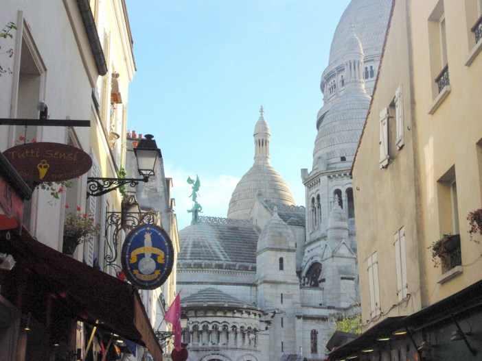 Rue Chevalier de la Barre and Sacré-Coeur © French Moments