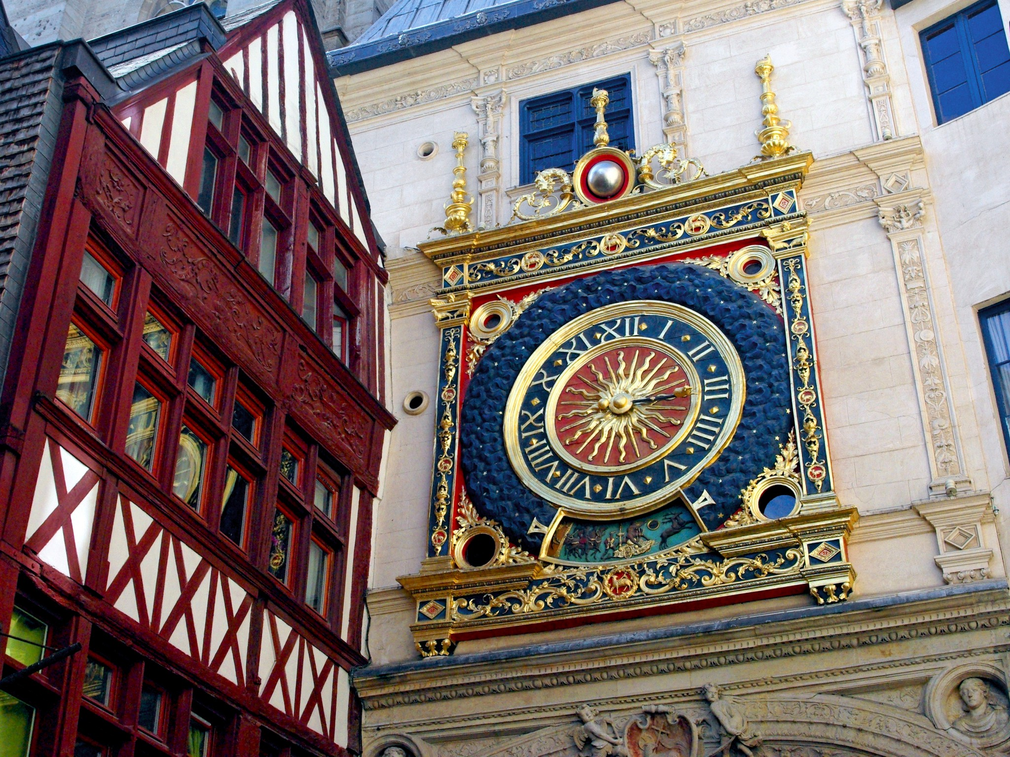 Gros-Horloge, the pride of Rouen - French Moments
