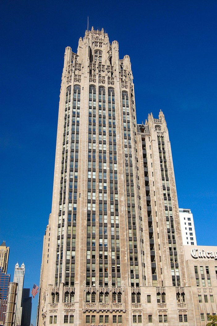 Tribune Tower in Chicago © Luke Gordon - licence [CC BY 2.0] from Wikimedia Commons