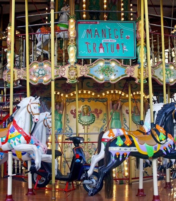 Free merry-go-rounds in Paris © French Moments