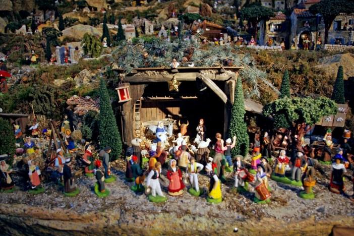 Nativity Scene Saint-François Xavier Paris 01 © French Moments