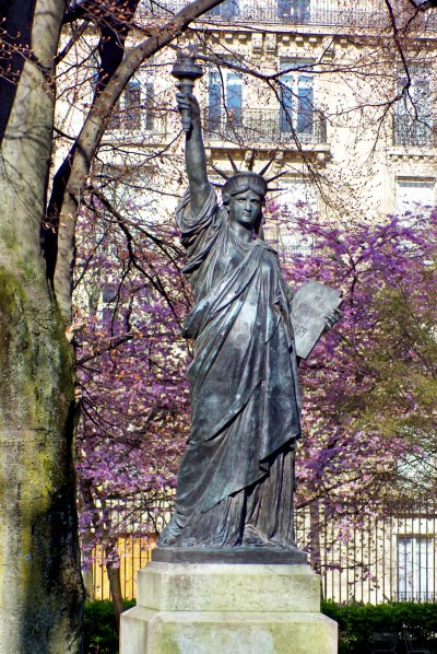 Replica of the Statue of Liberty in the Luxembourg Garden, Paris © French Moments