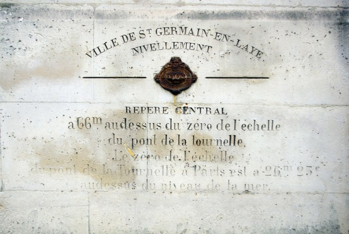 Survey marker in Saint-Germain-en-Laye © French Moments