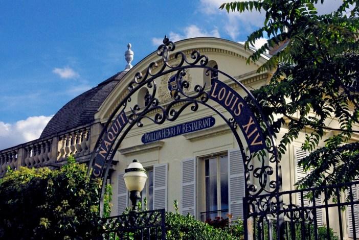 Entrance to the Pavillon Henri IV, Saint-Germain-en-Laye © French Moments