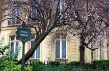 Romantic places in Paris: the first touches of Spring in Parc Monceau © French Moments