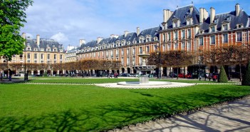 Place des Vosges April 2016 06 © French Moments