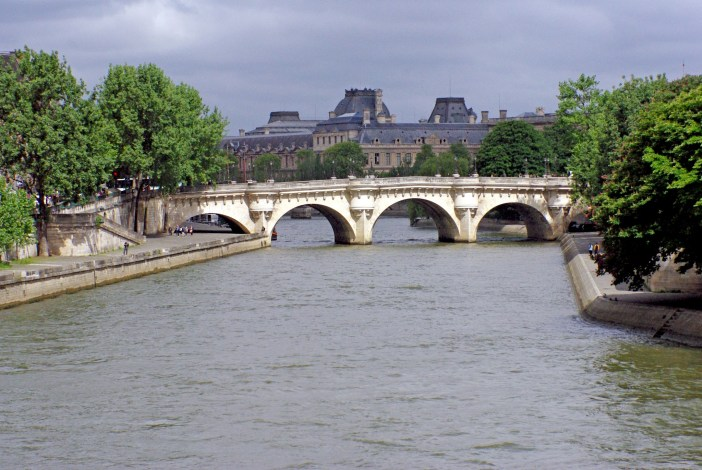 The banks of the River Seine in Paris: Pont-Neuf and the Louvre in the distance © French Moments