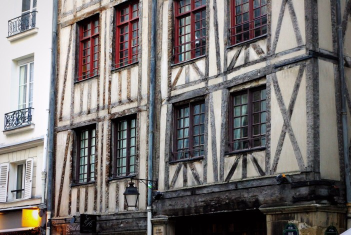 Half-timbered houses on Rue François Miron © French Moments