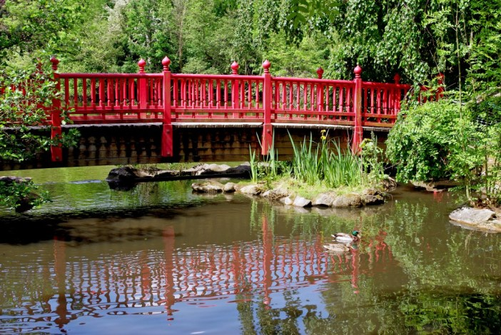 Japanese Garden of the Parc de Boulogne: the red bridge spanning part of the big pond © French Moments