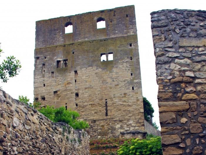Tour Montjoie, Conflans-Sainte-Honorine © French Moments