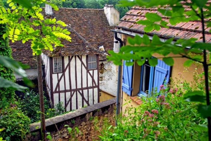 In the old town of Conflans-Sainte-Honorine © French Moments