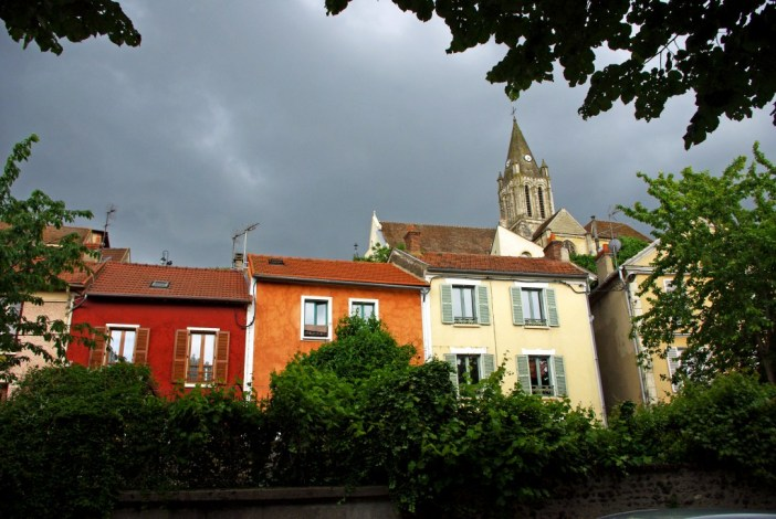 Colourful façades in Conflans-Sainte-Honorine © French Moments