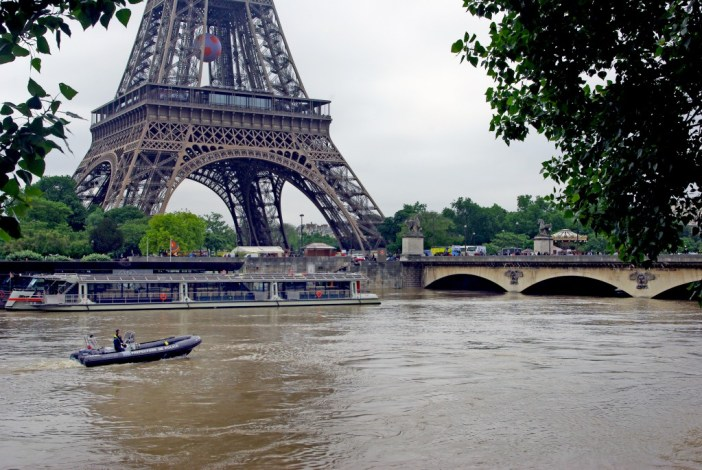 Emergency boats only allowed on the Seine © French Moments