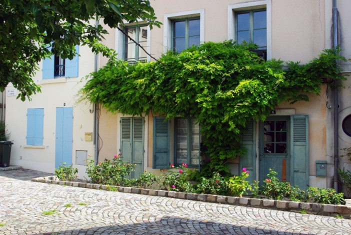A secret corner in the old part of Maisons-Laffitte © French Moments