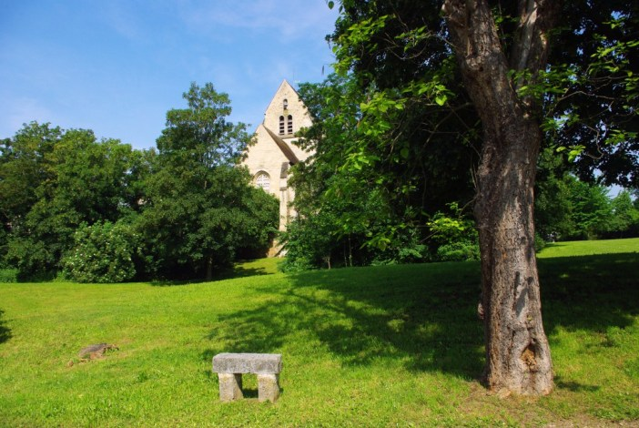 The old Romanesque church of Maisons-Laffitte © French Moments