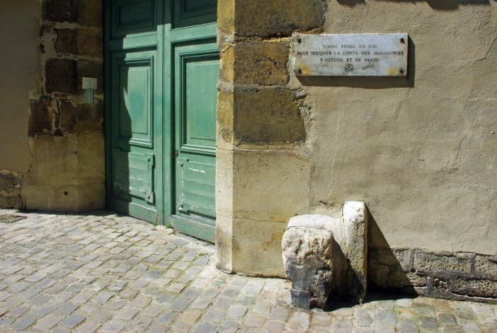 Milestone between Auteuil and Passy, Rue Berton, Paris © French Moments