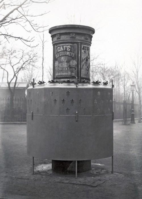 vespasienne urinoir Paris
