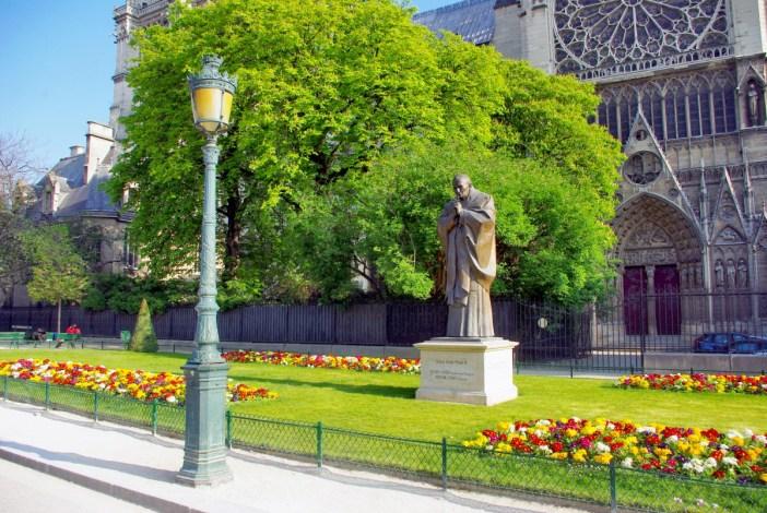 square Jean-XXIII Paris