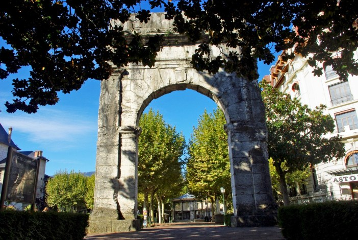 Arch of Campanus, Aix-les-Bains © French Moments