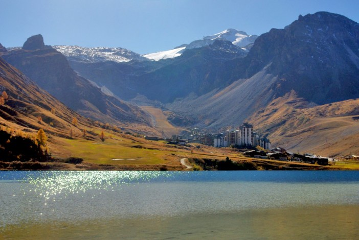 The lake of Tignes © French Moments