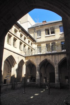 Billettes Cloister in Paris © French Moments