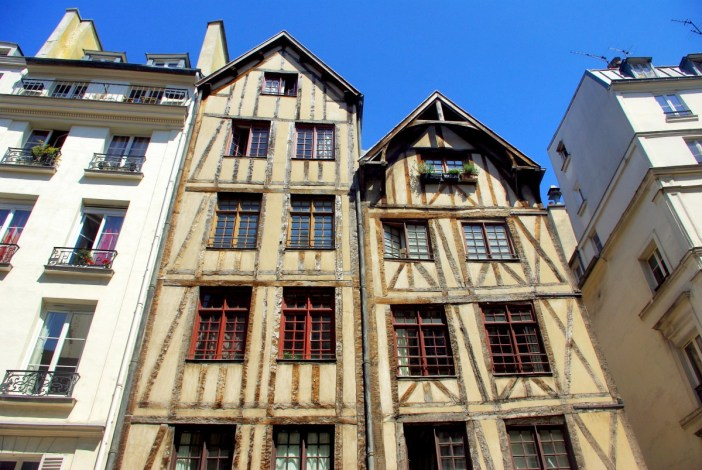 Half-timbered houses on rue Francois Miron, Paris © French Moments