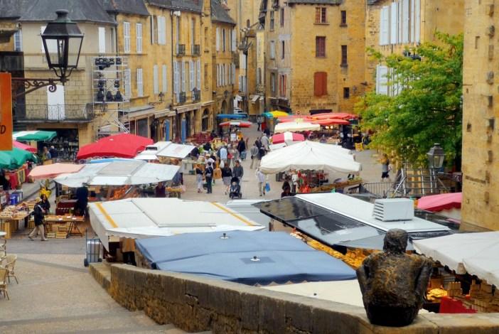 Market day in Sarlat-la-Canéda, Périgord © French Moments