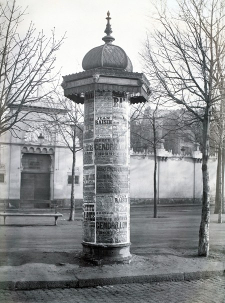 Morris Column ca. 1865 in Avenue de l'Observatoire Paris