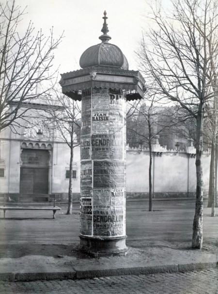 Morris Column ca. 1865 in Avenue de l'Observatoire Paris