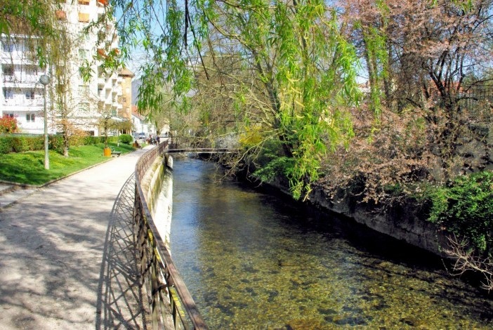 Promenade Louis Lachenal Annecy © French Moments