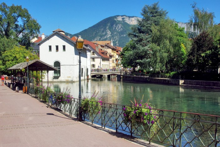Quai des Cordeliers Annecy © French Moments