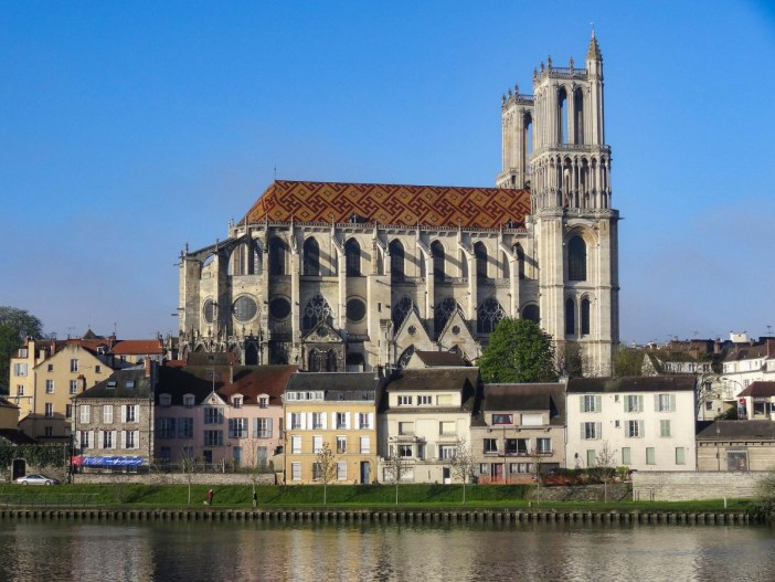 The Collegiate of Notre-Dame in Mantes-la-Jolie © Pierre Poschadel - licence [CC BY-SA 4.0] from Wikimedia Commons
