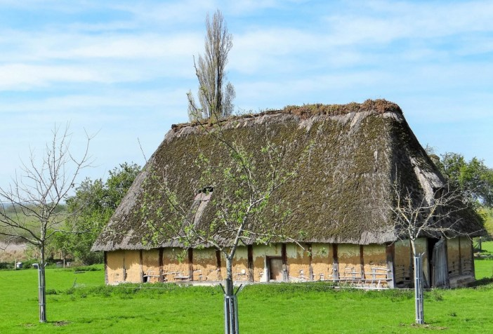 A traditional Norman barn in Marais Vernier © Jacques Le Letty - licence [CC BY-SA 4.0] from Wikimedia Commons