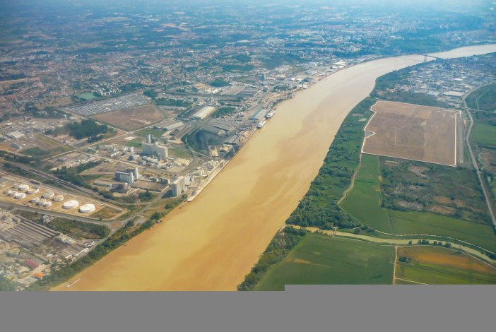 The main Rivers in France: the Garonne near the Gironde estuary © French Moments