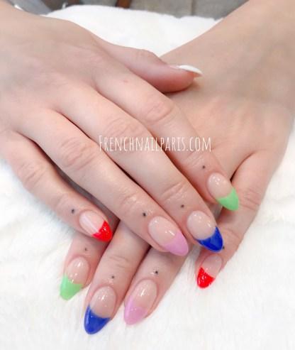 Admirez vos ongles des mains magnifiquement décorés par la pose résine que vous pouvez agrémenter d'un vernis permanent de votre choix.