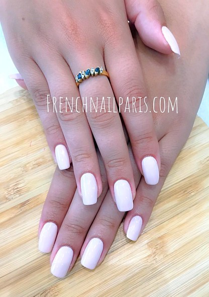 Soyez belle jusqu'au bout des ongles en vous offrant une parenthèse de bien-être, optez pour une beauté des mains agrémentée d'un vernis permanent.