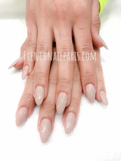 N'oubliez pas ces indispensables proposés par votre salon qui font toute la différence : manucure, beauté des mains et remplissage résine avec vernis permanent pour magnifier vos ongles.
