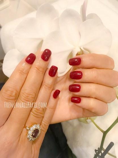 Pour entretenir vos ongles avec un soin sur-mesure, craquez pour un remplissage en résine que vous pouvez associer à un vernis semi permanent pour un résultat impeccable.