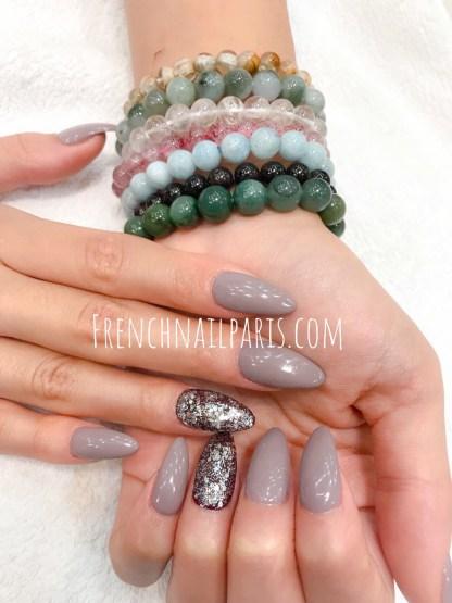 Sublimez vos ongles parfaitement préparés, embellissez-les avec un remplissage en résine pour les mains agrémenté d'un vernis semi-permanent ultra-tendance
