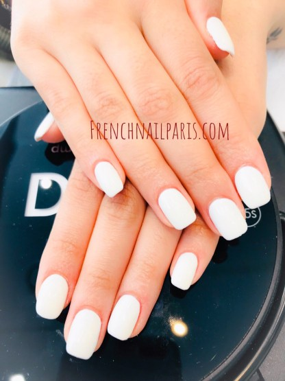 Montrez vos ongles parfaitement préparés, magnifiez-les avec un remplissage en résine pour les mains agrémenté d'un vernis semi-permanent ultra-tendance.