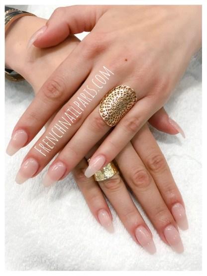 Pose résine mains avec vernis semi-permanent