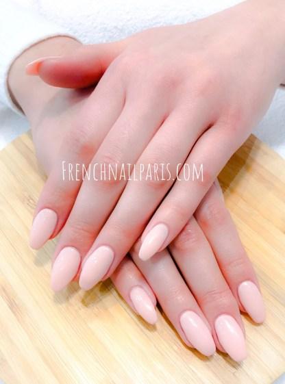 la pose d'ongles en résine pour vos mains avec un vernis semi permanent effectuée dans les règles de l'art